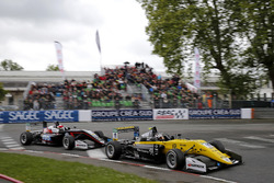 Sacha Fenestraz, Carlin Dallara F317 - Volkswagen, Fabio Scherer, Motopark Dallara F317 - Volkswagen
