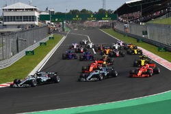 f1-hungarian-gp-2018-lewis-hamilton-mercedes-amg-f1-w09-leads-at-the-start Hamilton não enfrenta dificuldades e vence na Hungria Esportes