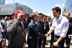 Невиконавчий директор Mercedes AMG F1 Нікі Лауда, міністр внутрішніх справ Австрії Герберт Кікі, керівник Mercedes AMG F1 Тото Вольфф