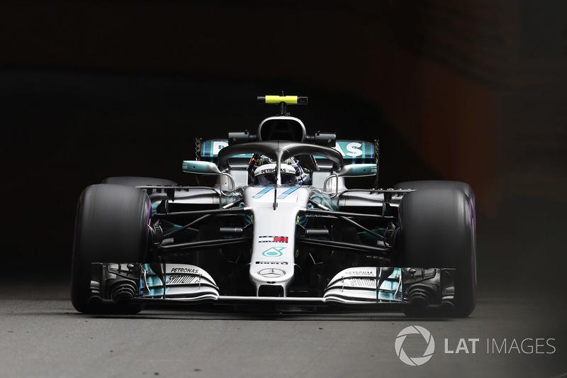 Valtteri Bottas, Mercedes AMG F1 W09, con un casco inspirado en el diseño de Mika Hakkinen