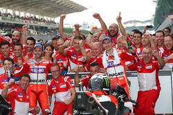 Il vincitore della gara Andrea Dovizioso, Ducati Team, il secondo classificato Jorge Lorenzo, Ducati Team
