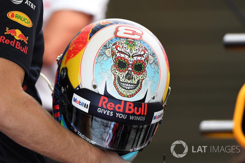 Daniel Ricciardo, Red Bull Racing kask
