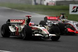 Rubens Barrichello, Honda RA106 y Pedro de la Rosa, McLaren Mercedes MP4/21