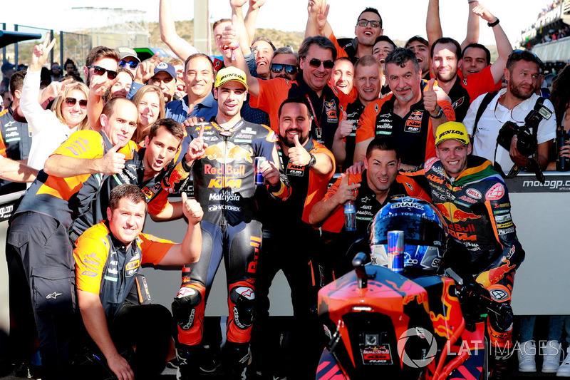 Miguel Oliveira, Red Bull KTM Ajo, Brad Binder, Red Bull KTM Ajo in Parc Ferme