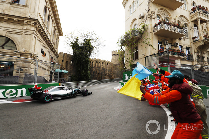 Yarış galibi Lewis Hamilton, Mercedes AMG F1 W09