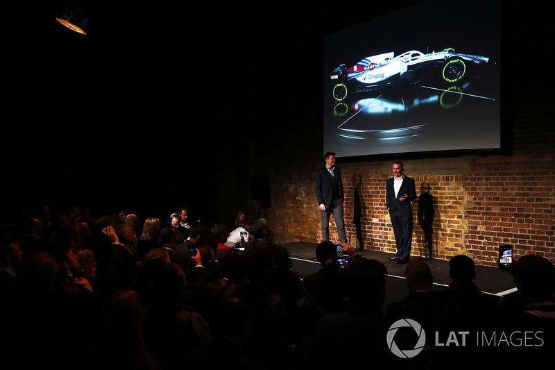 Paddy Lowe sur la scène avec la FW41