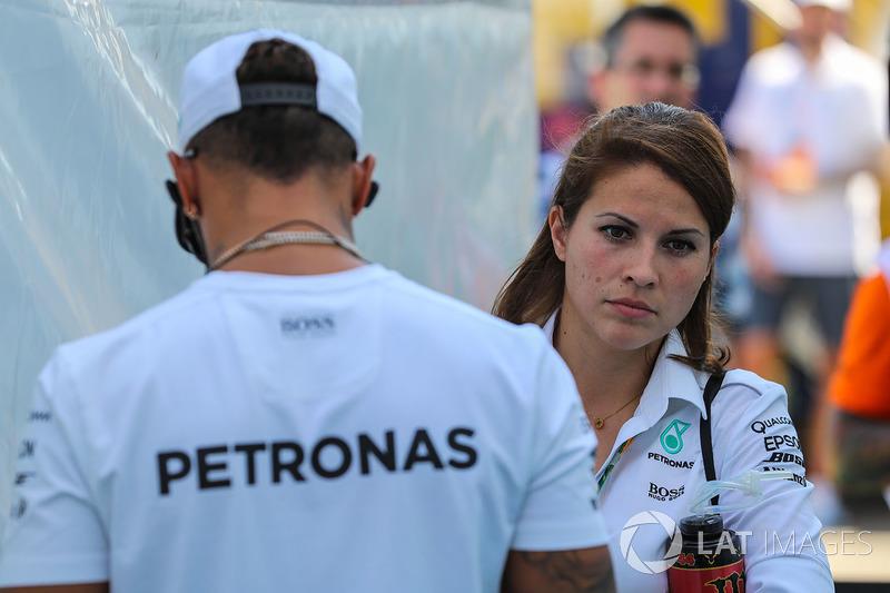 Lewis Hamilton, Mercedes AMG F1 y el encargado de prensa Charlie Rose
