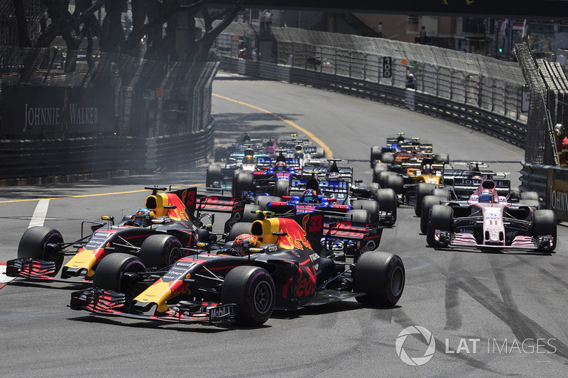 Daniel Ricciardo, Red Bull Racing RB13 y Max Verstappen, Red Bull Racing RB13