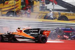 Stoffel Vandoorne, McLaren MCL32, takes avoiding action after Daniil Kvyat, Scuderia Toro Rosso STR12, collides, Fernando Alonso, McLaren MCL32
