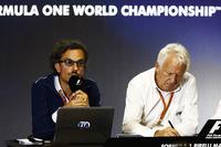 Laurent Mekies, Director de carrera adjunta de F1, FIA, Charlie Whiting, Director de carrera FIA anfitrión una conferencia de prensa sobre la introducción del halo