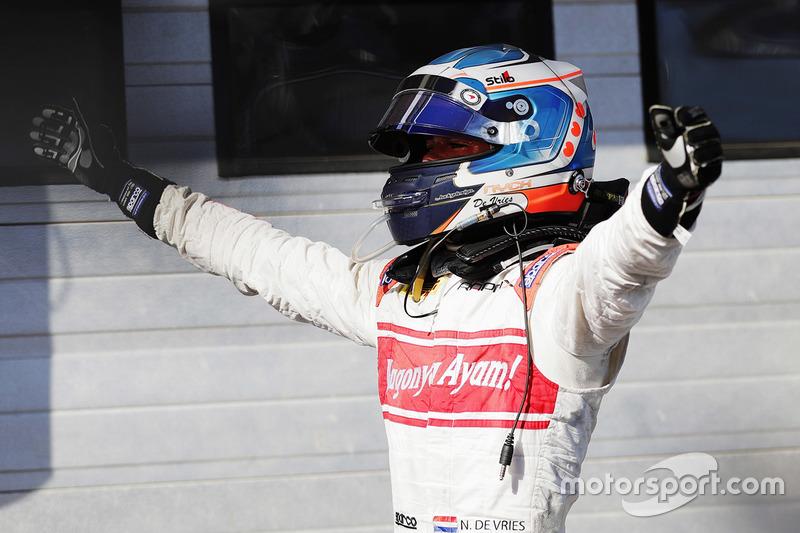 "<p>6.<img src=""https://cdn-1.motorsport.com/static/img/cfp/0/0/0/100/151/s3/netherlands-2.jpg"" alt="""" width=""20"" height=""12"" />Nyckde Vries, Rapax/Racing Engineering</p>"