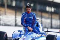 Scott Dixon, Chip Ganassi Racing Honda posa para fotos de la primera fila