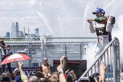 Podyum: Yarış galibi Sam Bird, DS Virgin Racing