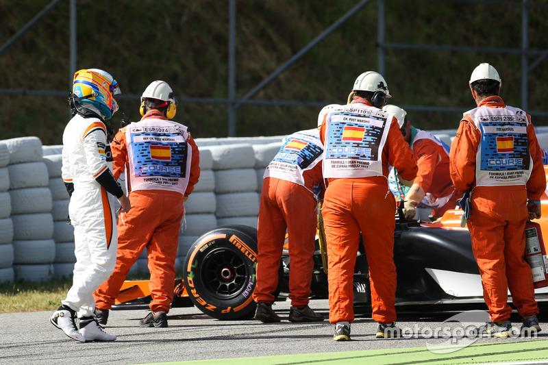 Fernando Alonso, McLaren MCL32 se queda parado en la FP1