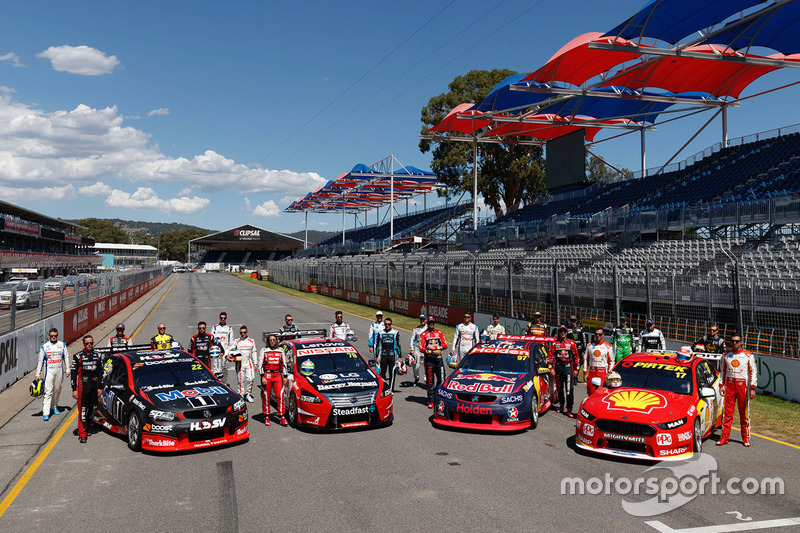 Gruppenfoto: Fahrer und Autos für die Supercars-Saison 2017