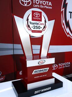 Siegertrophäe: ToyotaCare 250 der NASCAR Xfinity-Serie