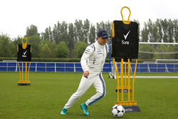 Felipe Massa, Williams joue au football dans les installations du club de Chelsea