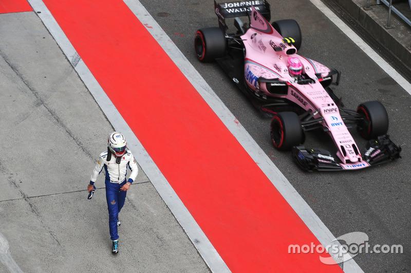 Antonio Giovinazzi, Sauber C36, et Esteban Ocon, Force India VJM10