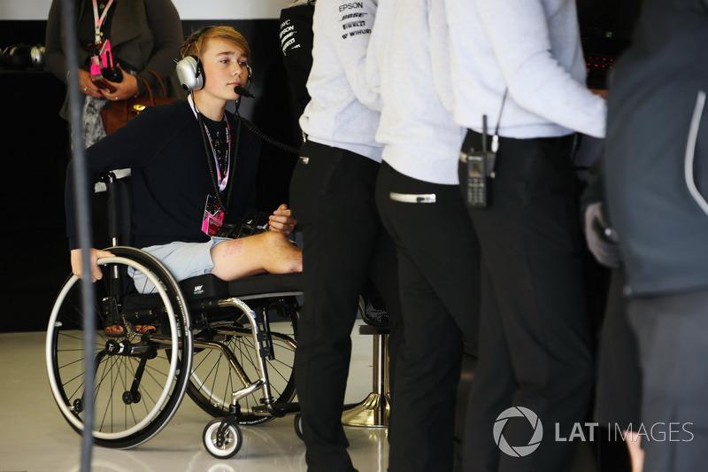 Billy Monger zu Besuch bei Mercedes AMG F1