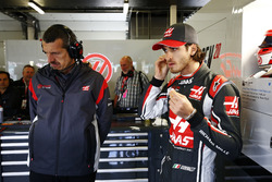 Guenther Steiner, Team Principal, Haas F1 Team, Antonio Giovinazzi, Haas F1 Team