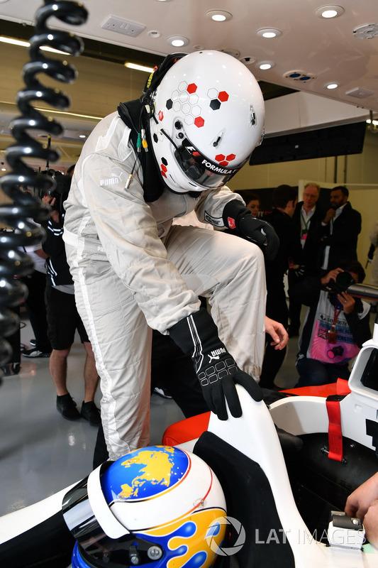 Дэвид Салинс, F1 Experiences, и журналист Джонатан Нобл