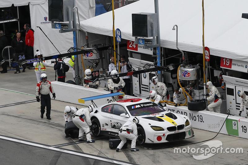 #19 BMW Team RLL BMW M6 GTLM: Bill Auberlen, Alexander Sims, Augusto Farfus, Bruno Spengler, pit action