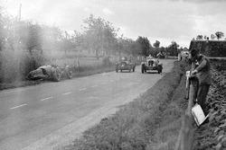 The crashed #28 Aston Martin Ulster: Clifton Penn-Hughes, Thomas Fotheringham