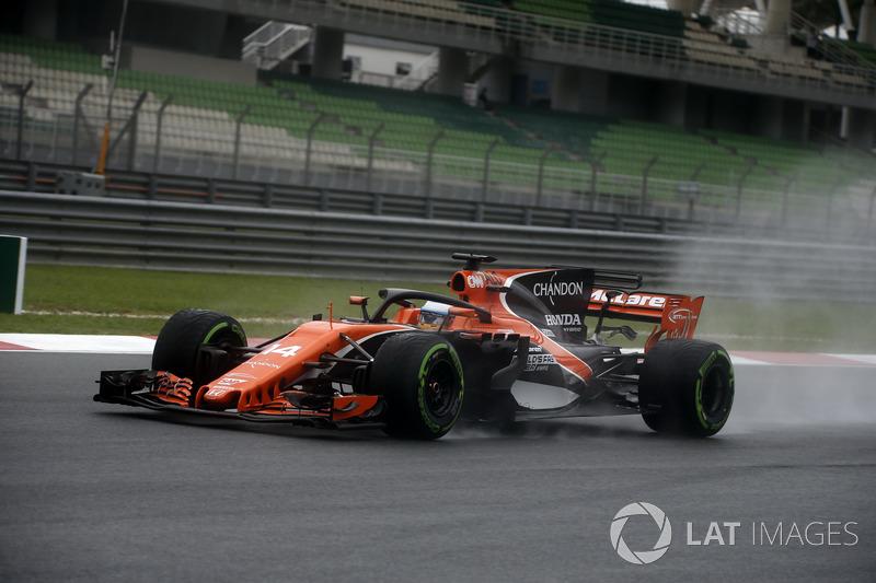 Fernando Alonso, que testou o Halo na primeira volta, surpreendeu e foi o 3º melhor.