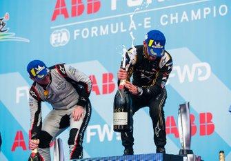 Jean-Eric Vergne, DS TECHEETAH, 1° classificato Oliver Rowland, Nissan e.Dams, 2° classificato, festeggia sul podio