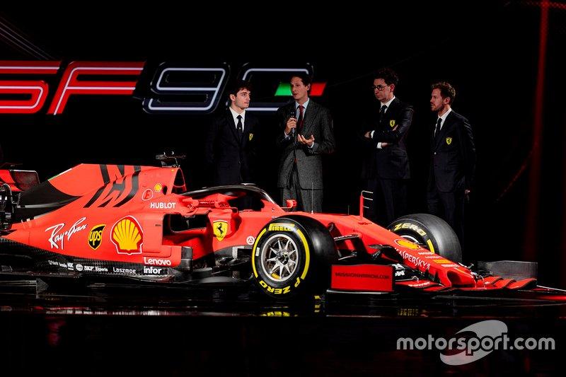Гонщики Ferrari Шарль Леклер и Себастьян Феттель, руководитель команды Маттиа Бинотто