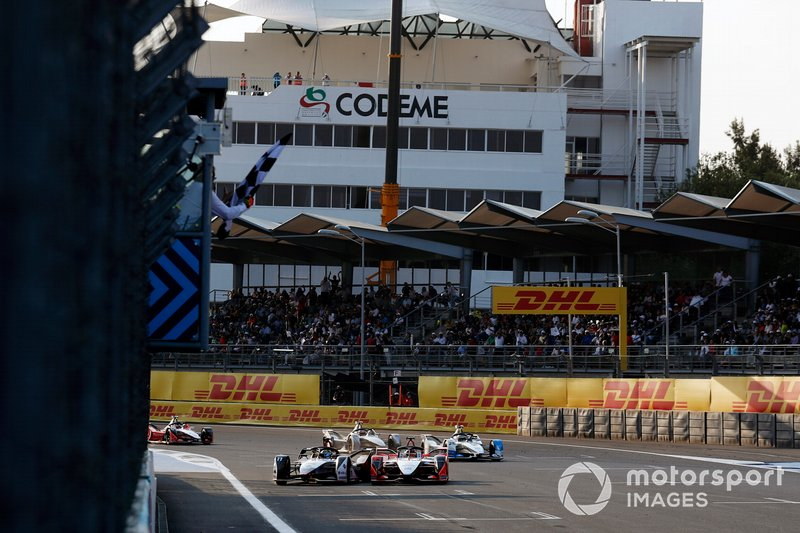 Lucas di Grassi and Pascal Wehrlein take the chequered flag