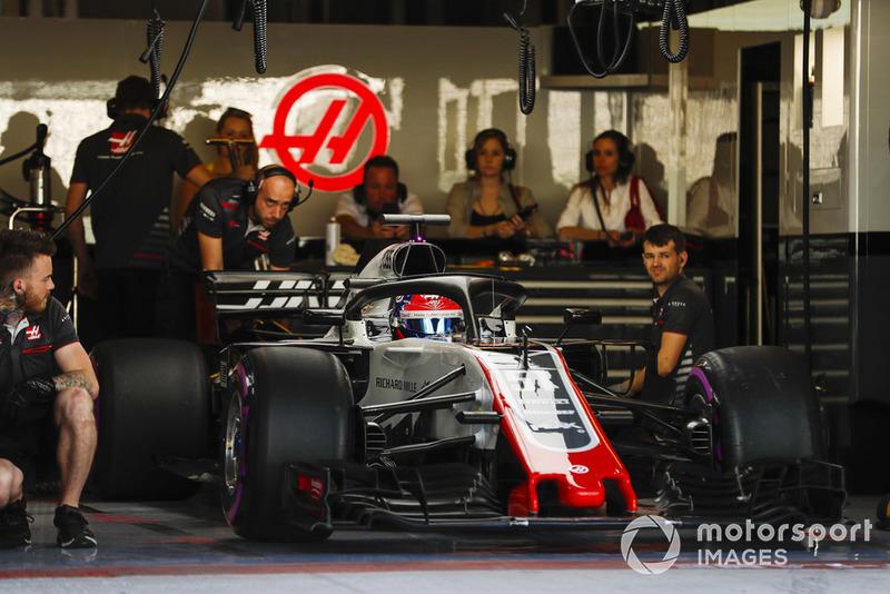 Pietro Fittipaldi, Haas F1 Team VF-18, esce dal garage