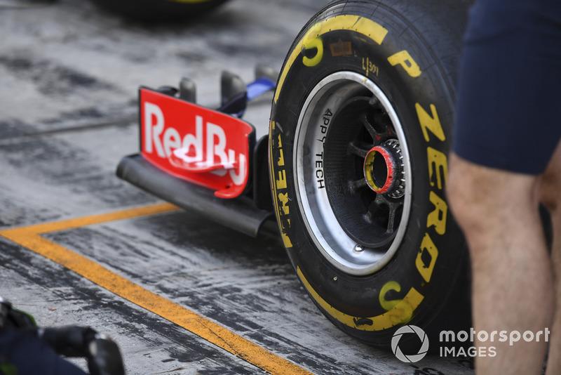Scuderia Toro Rosso STR13 front Pirelli tyre