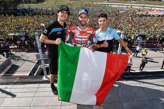 Podium : le vainqueur MotoGP Andrea Dovizioso, Ducati Team, le vainqueur Moto2 Francesco Bagnaia, Sky Racing Team VR46, le vainqueur Moto3 Lorenzo Dalla Porta, Leopard Racing