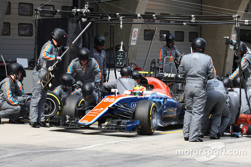 Rio Haryanto, Manor Racing MRT05 pit stop