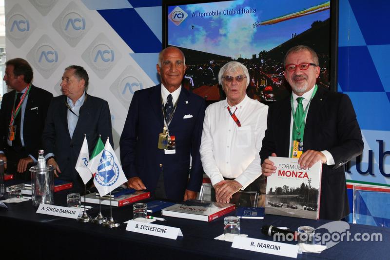 Jean Todt, FIA Başkanı ve Dr. Angelo Sticchi Damiani, Aci Csai Başkanı; Bernie Ecclestone ve Roberto Maroni, Lombardia Bölge Başkanı, Monza Pist açıklamasında