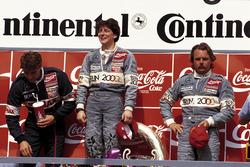 Siegerin Ellen Lohr, Mercedes, mit ihren Mercedes-Teamkollegen Bernd Schneider und Keke Rosberg