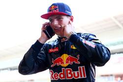 Max Verstappen, Red Bull Racing krijgt telefoon