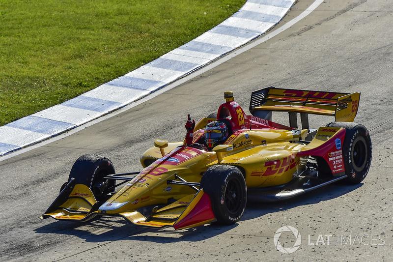 Ryan Hunter-Reay, Andretti Autosport Honda celebrates the win on track