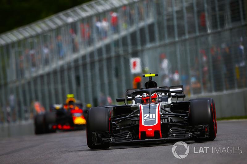 Kevin Magnussen, Haas F1 Team VF-18, devant Max Verstappen, Red Bull Racing RB14