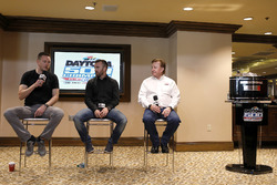 Austin Dillon, Richard Childress Racing Chevrolet Camaro, mit Richard Childress und Justin Alexander