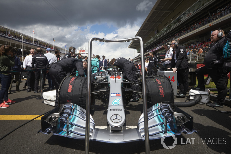 Автомобиль Mercedes AMG F1 W09 Льюиса Хэмилтона