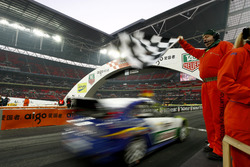 Sebastian Vettel taglia il traguardo e vince la Nations Cup