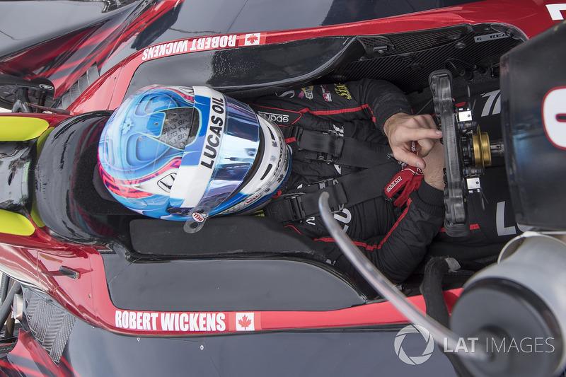 "18. <img src=""https://cdn-9.motorsport.com/static/img/cfp/0/0/0/0/39/s3/canada-2.jpg"" alt="""" width=""20"" height=""12"" />Роберт Уикенс, Schmidt Peterson Motorsports Honda"