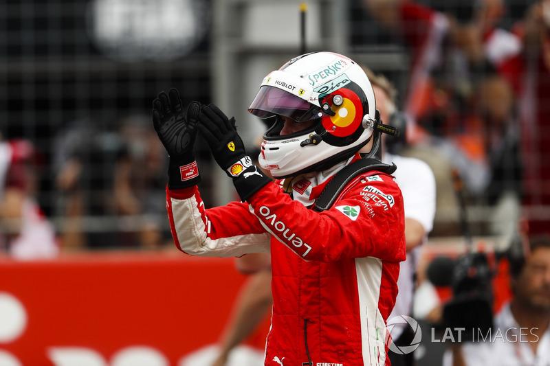 Sebastian Vettel, Ferrari, celebra su pole position