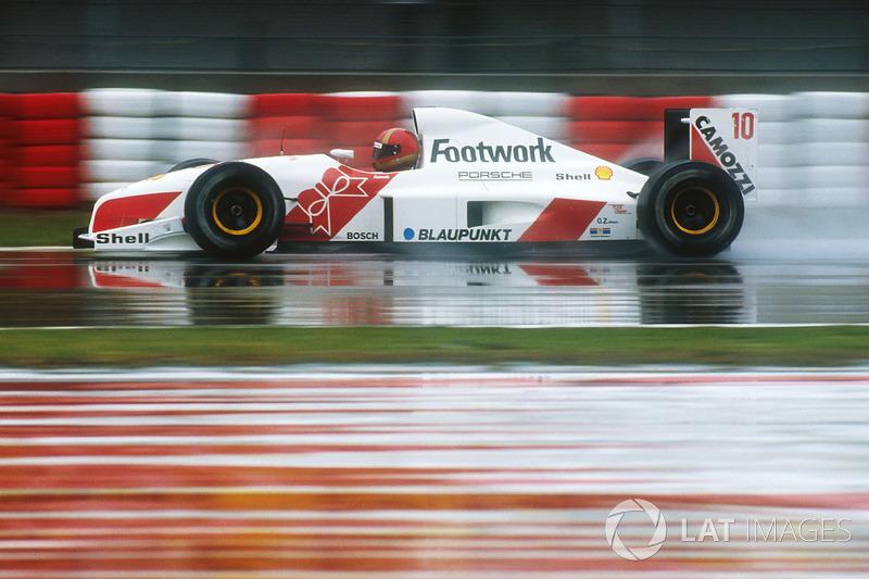 """19. <img src=""""https://cdn-8.motorsport.com/static/img/cfp/0/0/0/100/108/s3/italy-2.jpg"""" alt="""""""" width=""""20"""" height=""""12"""" />Alex Caffi, 56 Grandes Premios (1986-1992), el mejor resultado es el 4° lugar en (Monaco-1989)."""