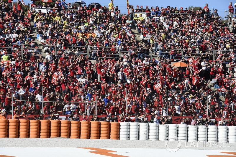 Aficionados en el circuito de Valencia