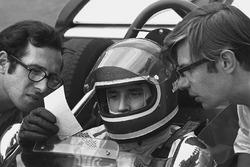 Jacky Ickx, Ferrari 312B, studies technical data with Mauro Forghieri, Technical Director of Ferrari