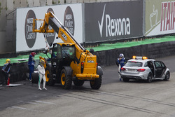 Lewis Hamilton, Mercedes-Benz F1 W08, crashed car