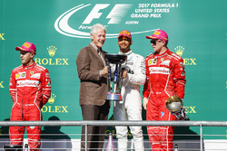 Former US President Bill Clinton presents Race winner Lewis Hamilton, Mercedes AMG F1 alongside Second place Sebastian Vettel, Ferrari, Third place Kimi Raikkonen, Ferrari